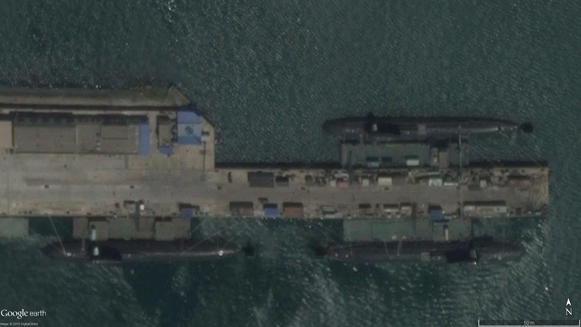 l'image du 13 Juillet 2015 au chantier naval de Bohai montre 3 SNA en agencement.