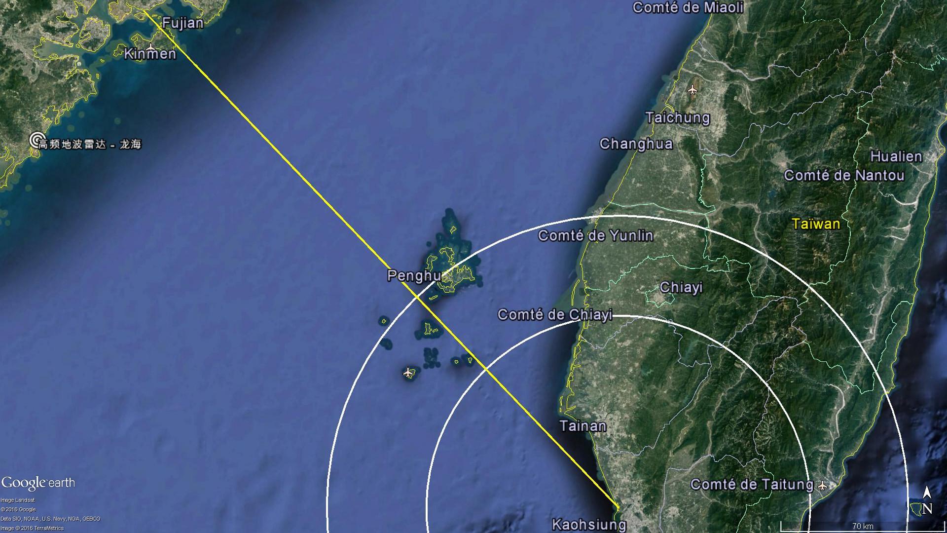 La zone de l'impact du missile avec le bateau de pêche devrait se situer entre les deux cercles blancs (entre 80 et 122km du port de Kaohsiung)