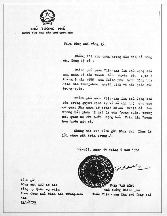 Phạm Văn Đồng, premier ministre du Viêt Nam du Nord en 1958, envoie une lettre à son homologue chinois et notifie que le Viêt Nam du Nord accepte la déclaration de souveraineté de la Chine dans la région.
