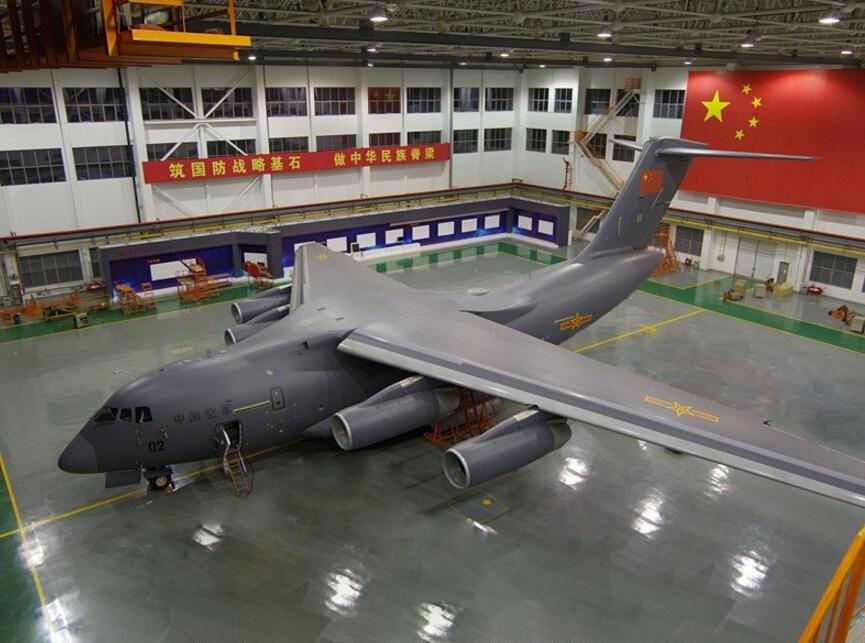Y-20 immatriculé 11052 dans le hangar